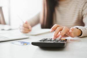 Read more about the article Umschulden: Darauf müssen Sie achten, um Geld zu sparen